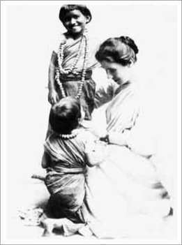 AmyCarmichael with Indianchildren